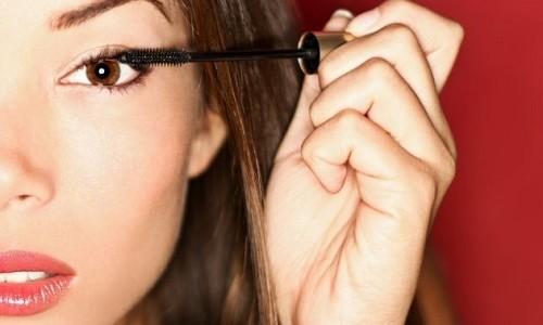 """<h2><a href=""""http://www.maquibella.es/quieres-mantener-tu-maquillaje-de-ojos-intacto-utiliza-un-primer-de-ojos/"""">¿Quieres mantener tu maquillaje de ojos intacto? ¡Utiliza un primer de ojos!<a href='http://www.maquibella.es/quieres-mantener-tu-maquillaje-de-ojos-intacto-utiliza-un-primer-de-ojos/#comments' class='comments-small'>(5)</a></a></h2>Muchas de nosotras salimos de casa por la mañana bien temprano con los ojos perfectamente maquillados y cuando llegamos a casa a las 19.00 horas nos encontramos con todo el"""