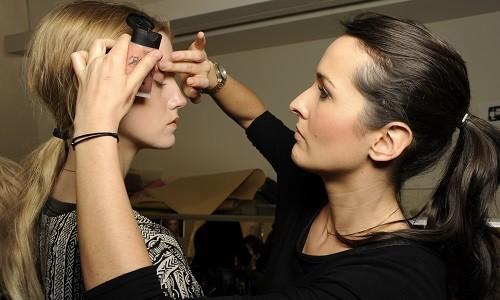 """<h2><a href=""""http://www.maquibella.es/nars-cosmeticos/"""">La firma de cosméticos, Nars, reúne a la prestigiosa maquilladora Cindy Bertault<a href='http://www.maquibella.es/nars-cosmeticos/#comments' class='comments-small'>(18)</a></a></h2>El pasado viernes, 21 de febrero, se celebró en el stand de Nars del Corte Inglés de Sagasta de Zaragoza, el primer evento de la firma de cosméticos con la"""