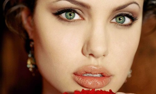 """<h2><a href=""""https://www.maquibella.es/conseguir-labios-carnosos/"""">7 Pasos para conseguir unos labios carnosos, voluminosos y de larga duración<a href='https://www.maquibella.es/conseguir-labios-carnosos/#comments' class='comments-small'>(7)</a></a></h2>¡Cómo envidiamos las mujeres los labios de Angelina Jolie e Irina Shayk! Nos consuela pensar que los tienes operados y que la naturaleza no ha sido tan generosa con ellas."""