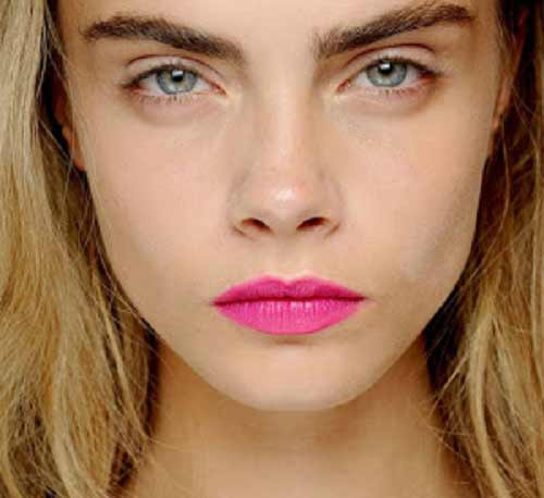 cara-delevigne-labios-rosas