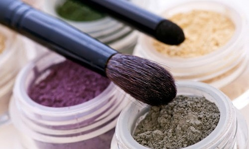 """<h2><a href=""""http://www.maquibella.es/maquillaje-segun-el-color-de-los-ojos/"""">Maquillaje según el color de los ojos<a href='http://www.maquibella.es/maquillaje-segun-el-color-de-los-ojos/#comments' class='comments-small'>(6)</a></a></h2>A la hora de elegir un tono de sombra es muy importante tener en cuenta el color de nuestros ojos para conseguir que éstos resalten y no parezcan apagados o"""
