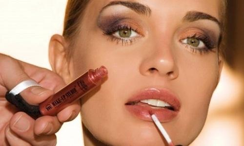 """<h2><a href=""""http://www.maquibella.es/maquillaje-multiusos/"""">Ahorra tiempo y bolsillo con un maquillaje multiusos<a href='http://www.maquibella.es/maquillaje-multiusos/#comments' class='comments-small'>(8)</a></a></h2>¿Quieres saber de qué trata esto del maquillaje multiusos? ¡Presta atención al artículo! Si te estás volviendo loca intentando adquirir todos los cosméticos/pinceles que anuncian las blogueras en sus vídeos"""